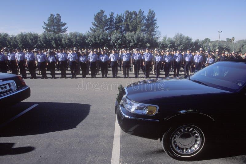 Politiemannen bij begrafenisceremonie, Pleasanton stock foto's