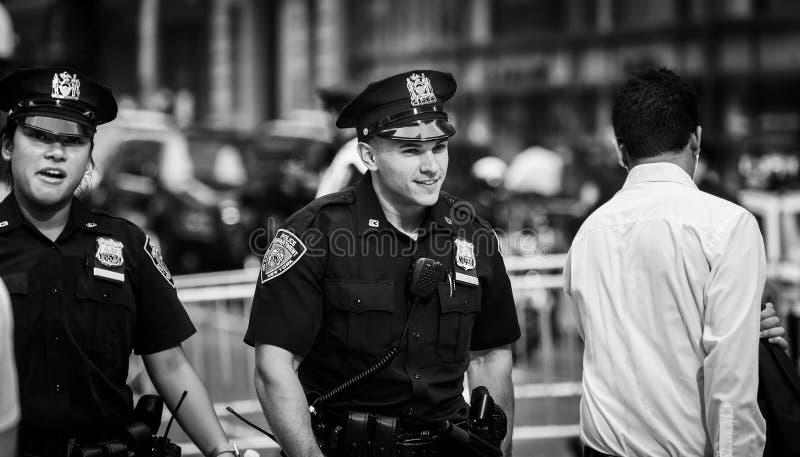 Politiemannen op de straten van Manhattan stock afbeelding