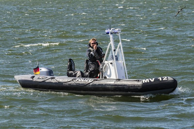 Politierib op patrouille Warnemà ¼ nde Duitsland royalty-vrije stock afbeelding
