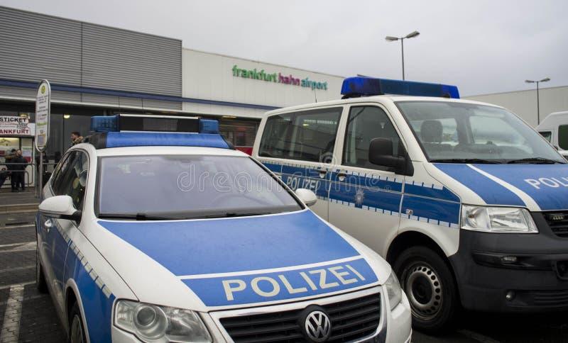 Politievoertuig in Internationale luchthaven in Frankfurt Hahn, Duitsland royalty-vrije stock foto