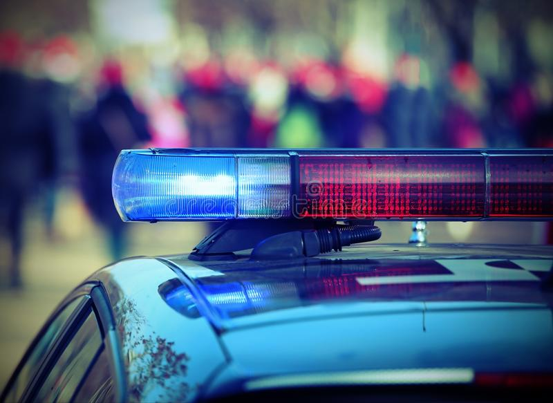 Politiewagen met lichten van sirenes met uitstekend effect royalty-vrije stock afbeelding