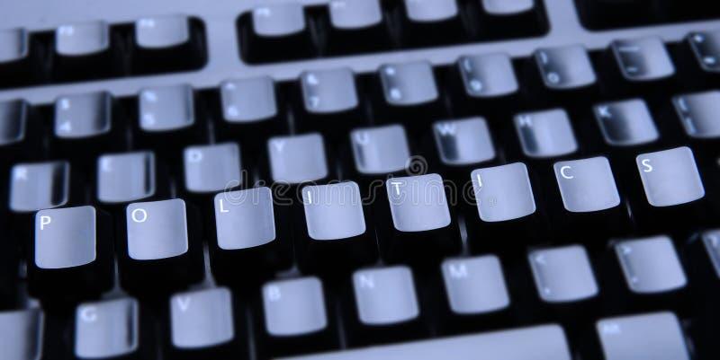 Politik buchstabiert heraus auf Tastatur stockfotografie