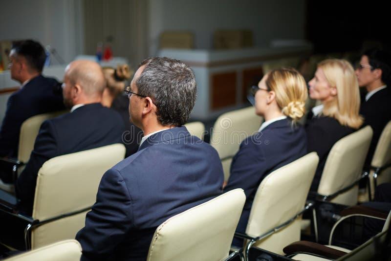 Politiker på konferensen royaltyfria bilder