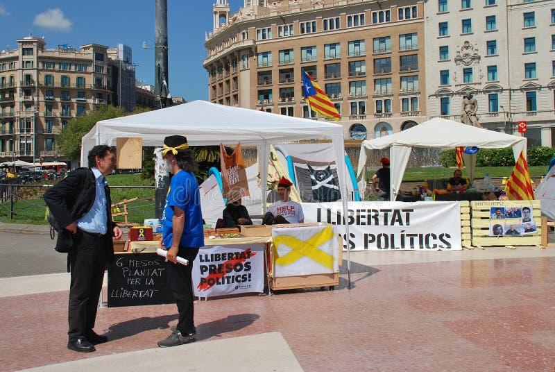 Politikstände Llibertat Presos, Barcelona stockfotografie