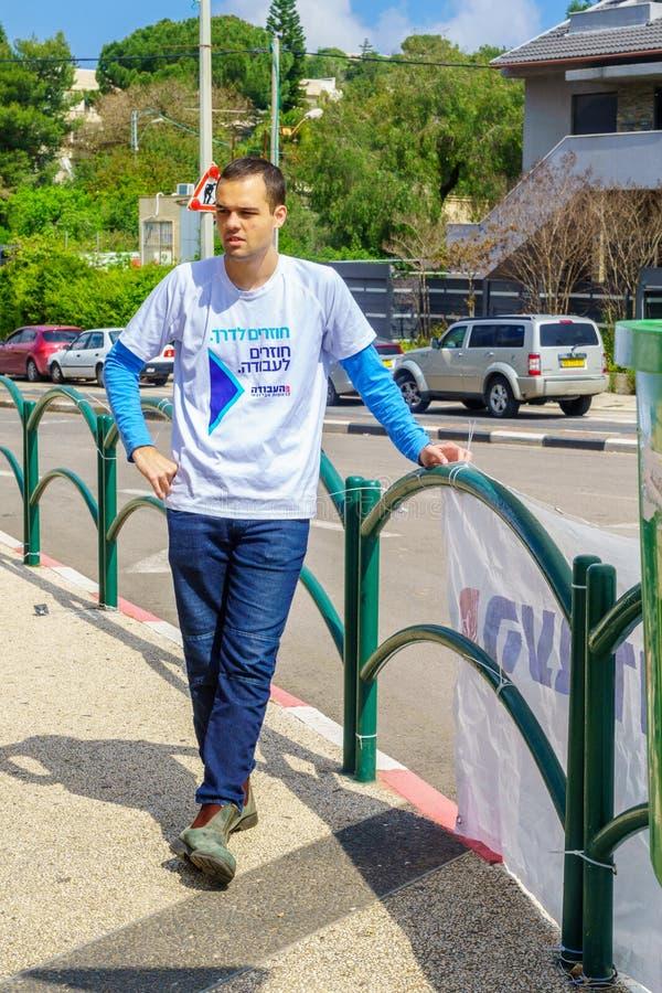 Polityczny aktywista w Haifa, 4 dnia przed Izrael 2019 wyborów obraz stock