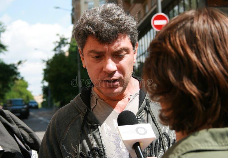 Download Polityk Boris Nemtsov Przeprowadzał Wywiad Na Zewnątrz Gmachu Sądu, Dokąd Próba Mikhail Khodorkovsky Obraz Stock Editorial - Obraz złożonej z polityczny, protest: 57669749