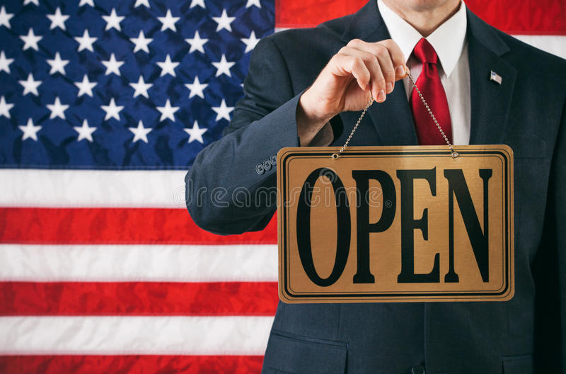 Polityk: Mężczyzna Trzyma Up Otwartego biznesu znaka fotografia royalty free