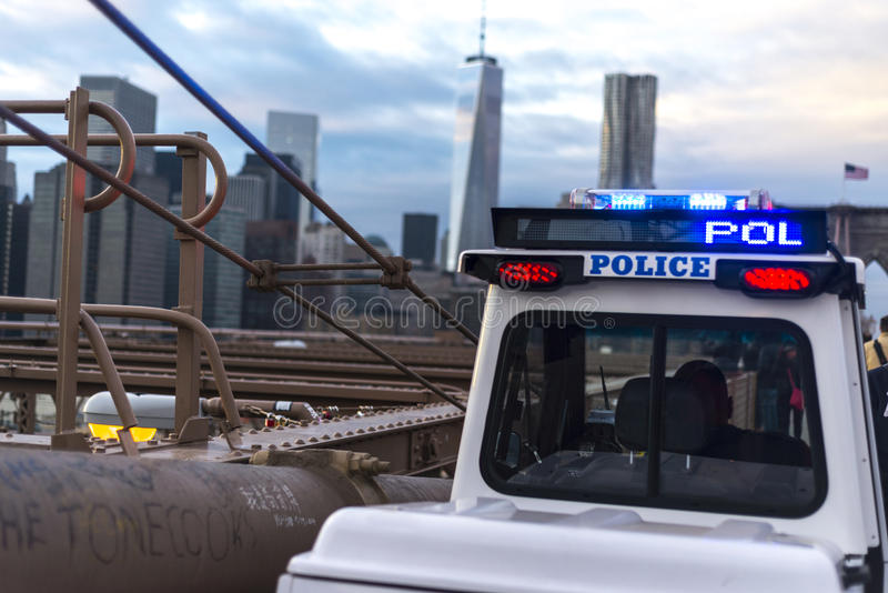 Polizei auf der Brücke lizenzfreie stockfotografie