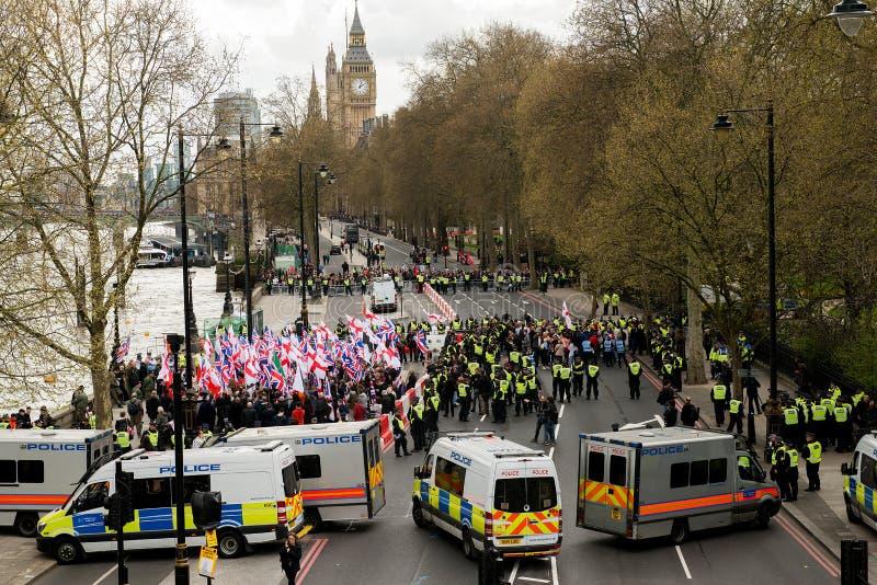 Polizei-Eskorten-Demonstrationszug - London stockfoto