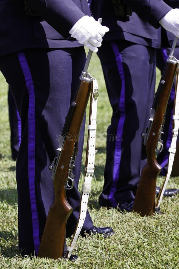 Polizei-Gewehr-Team-Ehrenabdeckung-Gewehr und Riemen lizenzfreies stockfoto