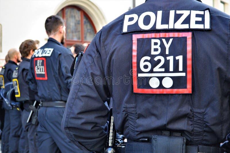 Polizei im München-Aufstandsteuerfußball lizenzfreies stockbild