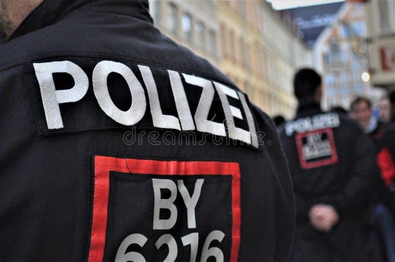 Polizei in München während des Fußballaufstands stockfotos