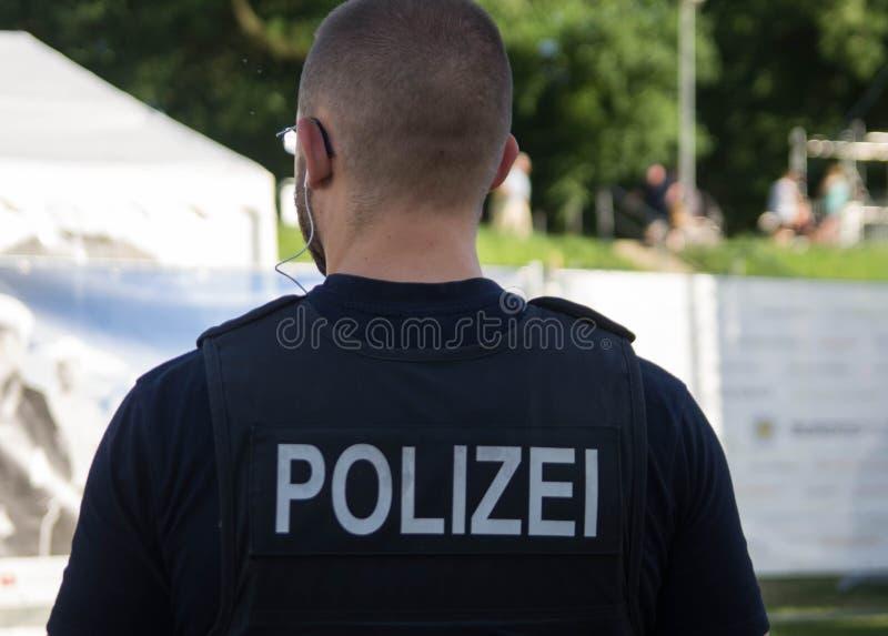 Polizei-Patrouille in Deutschland lizenzfreie stockfotografie