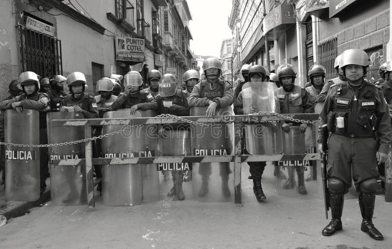 Polizia di tumulto in Bolivia fotografia stock