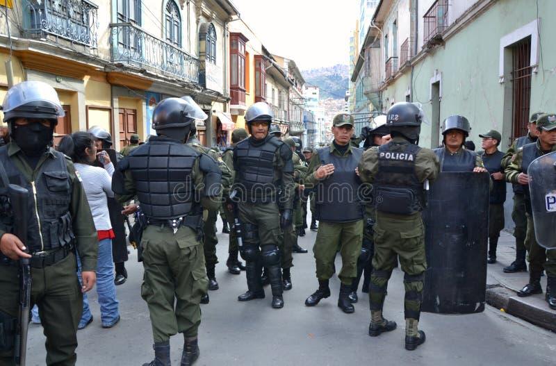 Polizia di tumulto in La Paz fotografia stock