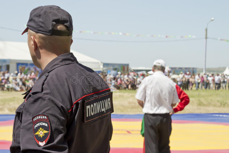 Polizia nel cordone che tiene ordine ad un evento di sport immagini stock libere da diritti