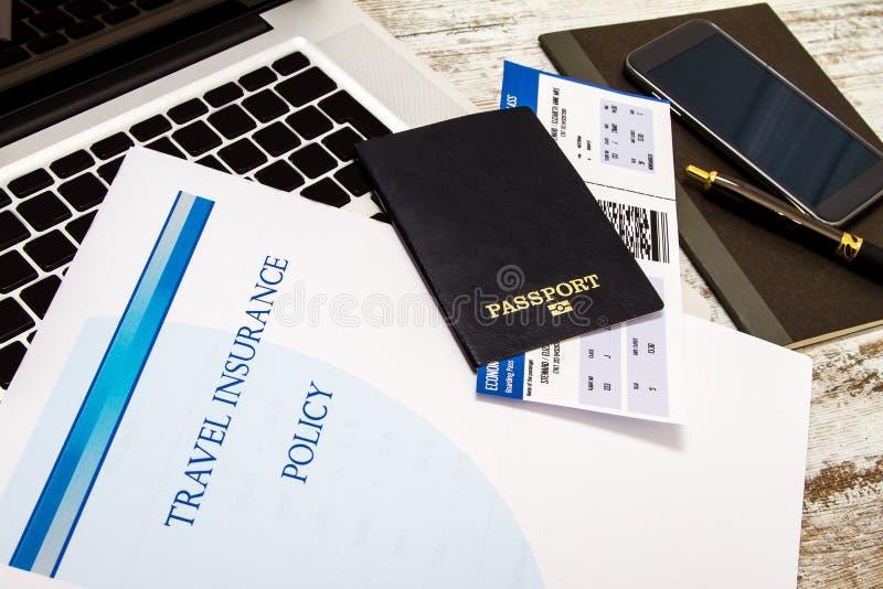 Polizza d'assicurazione di viaggio fotografia stock