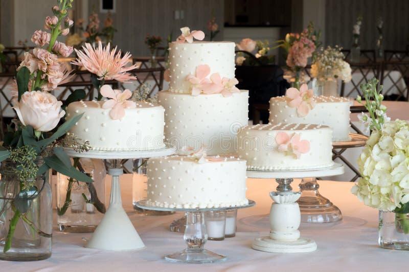 Polka Dot Wedding Cake Arrangement immagini stock libere da diritti