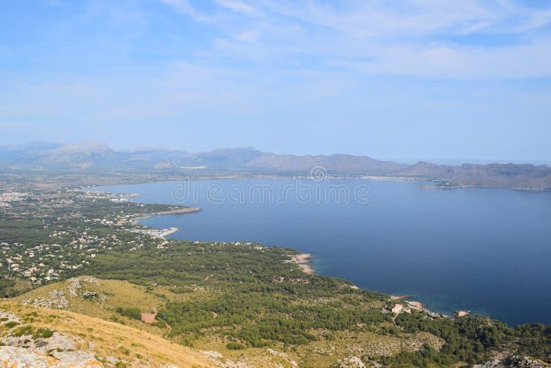 Pollensabaai van wandelingssleep dichtbij Alcudia op Mallorca stock foto's