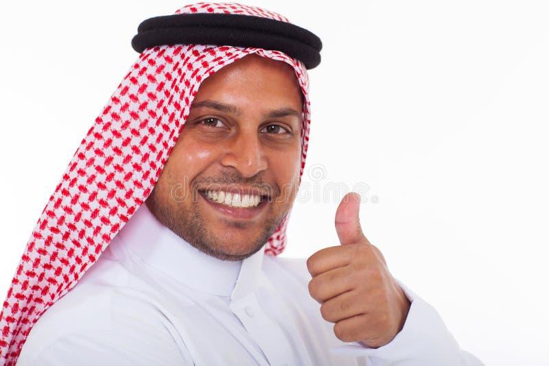 Pollice arabo dell'uomo su immagine stock libera da diritti