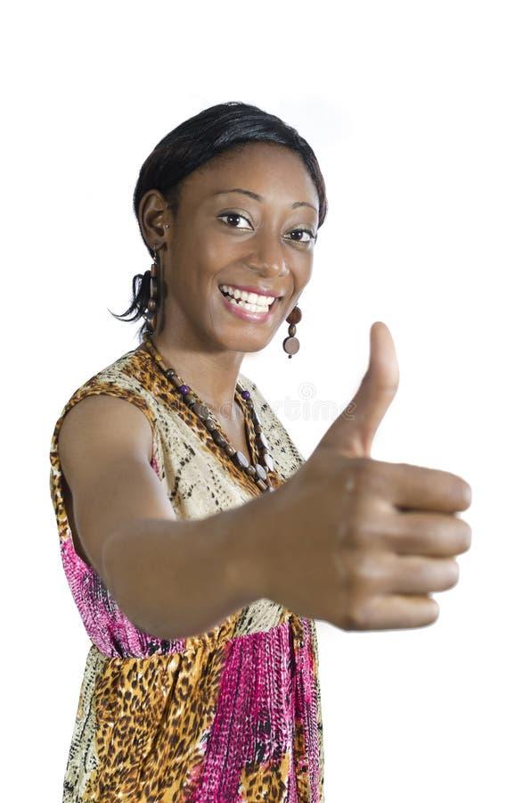 Pollice sorridente della bella donna africana su immagini stock libere da diritti