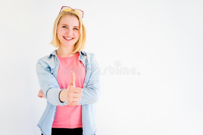 Pollici alla moda della ragazza su fotografia stock