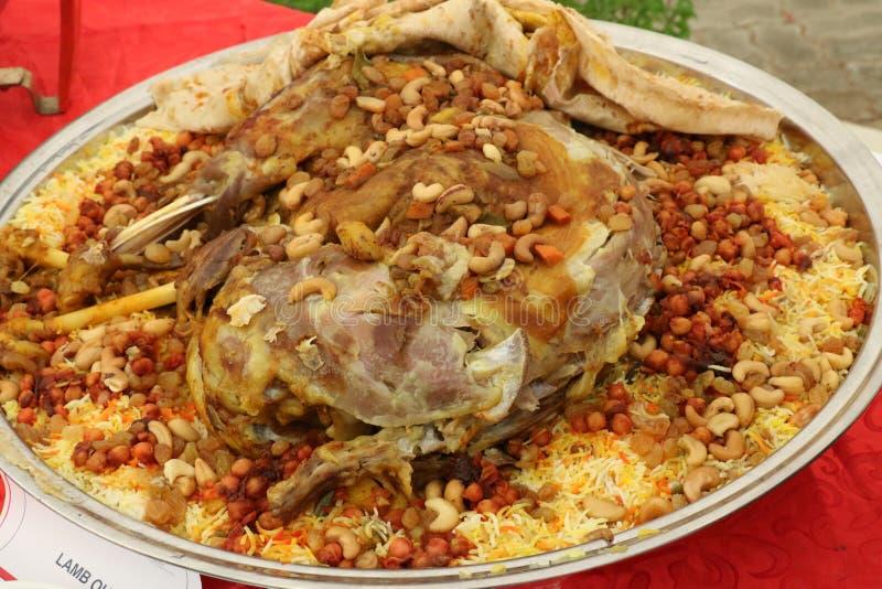 Pollo árabe sabroso Biriyani en el restaurante, Dubai el 28 de junio de 2017 foto de archivo