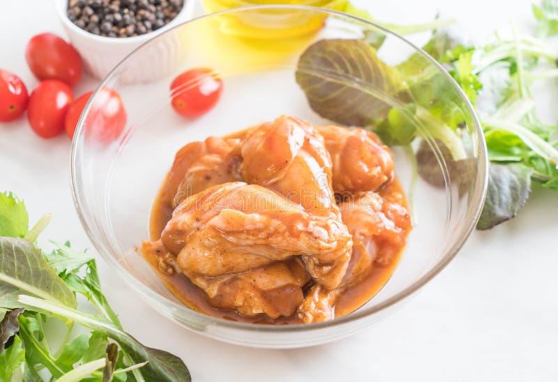 pollo adobado con la salsa foto de archivo