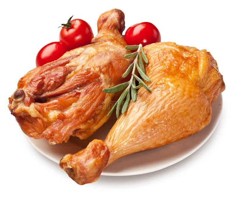Pollo affumicato con i pomodori. immagine stock