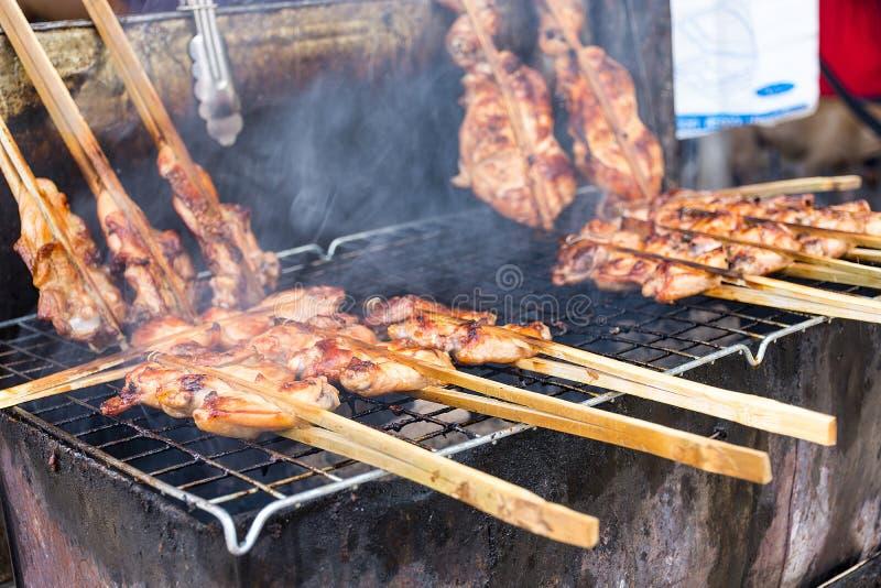 Pollo arrostito con fumo, un menu delizioso che facile da trovare nel mercato locale immagine stock libera da diritti