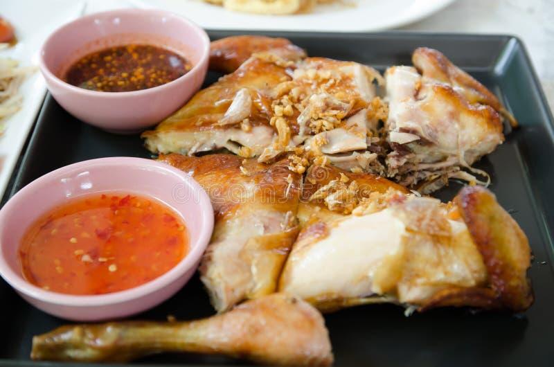 Pollo arrostito e salsa piccante immagini stock