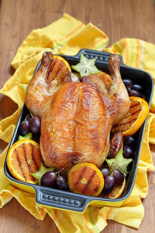 Download Pollo asado con las frutas imagen de archivo. Imagen de navidad - 44857819