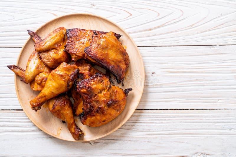 pollo asado a la parrilla y de la barbacoa foto de archivo
