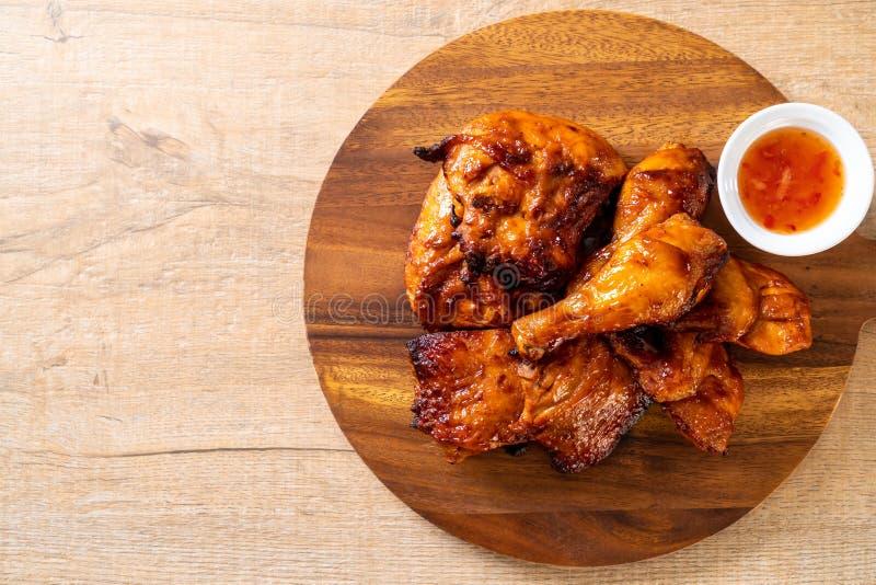 pollo asado a la parrilla y de la barbacoa imagen de archivo