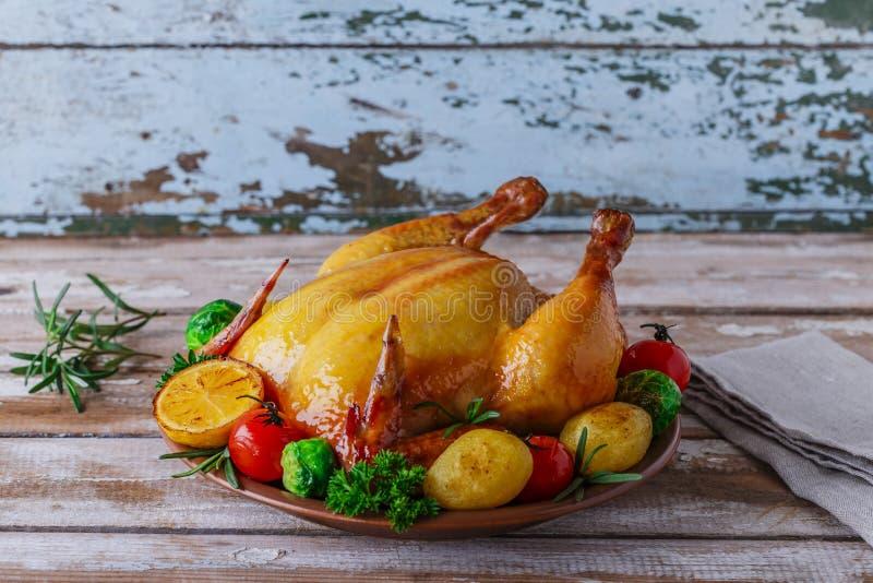 Pollo cocido al horno con los vehículos foto de archivo libre de regalías