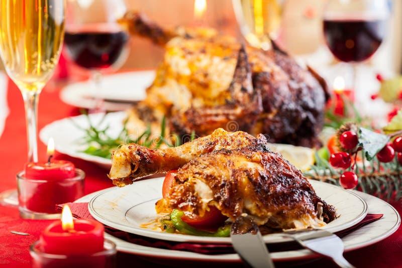 Pollo cocido para la cena de la Navidad foto de archivo libre de regalías