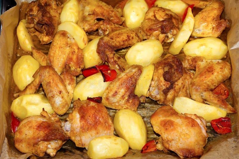 Pollo con las patatas foto de archivo