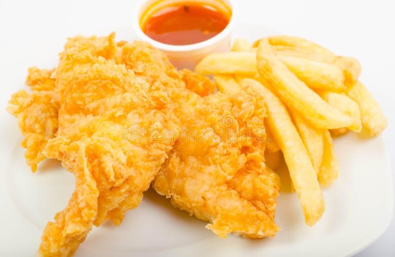 Pollo con le fritture e la salsa fotografia stock libera da diritti