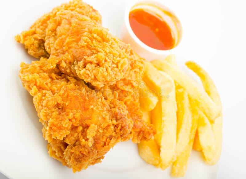 Pollo con le fritture e la salsa immagine stock