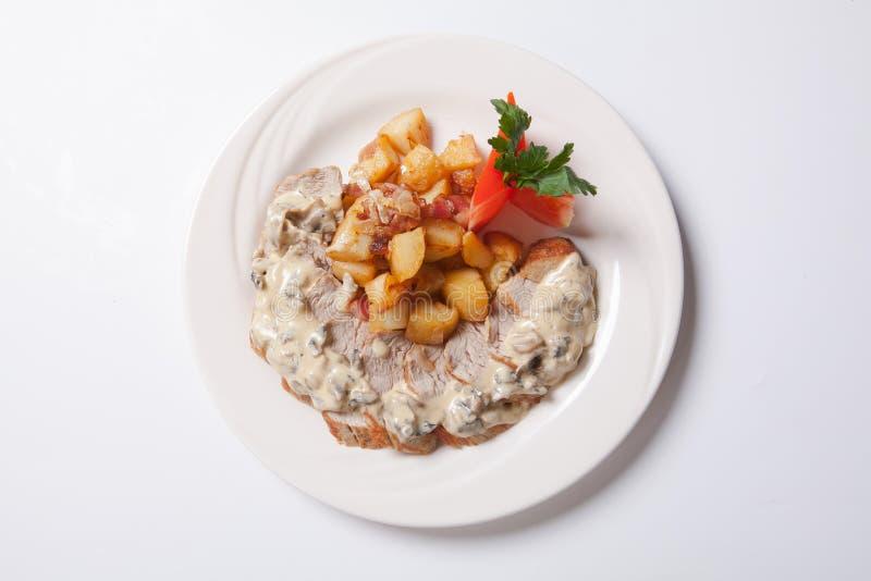 Pollo cortado fresco con el souce asado de la patata y de la seta imágenes de archivo libres de regalías