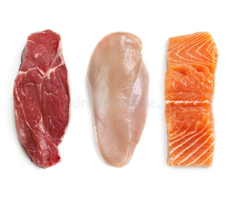 Pollo crudo de la carne de vaca y visión superior aislada pescados fotografía de archivo