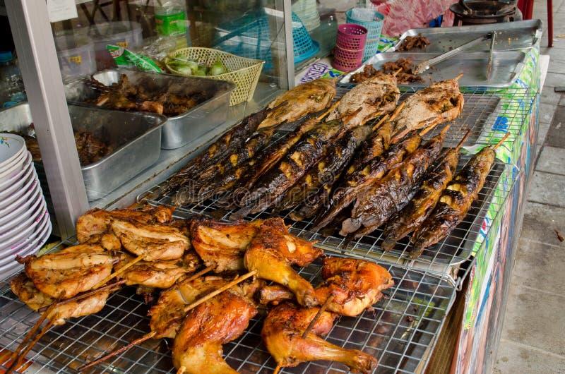 Pollo de carne asada y pescados de la serpiente-pista foto de archivo libre de regalías