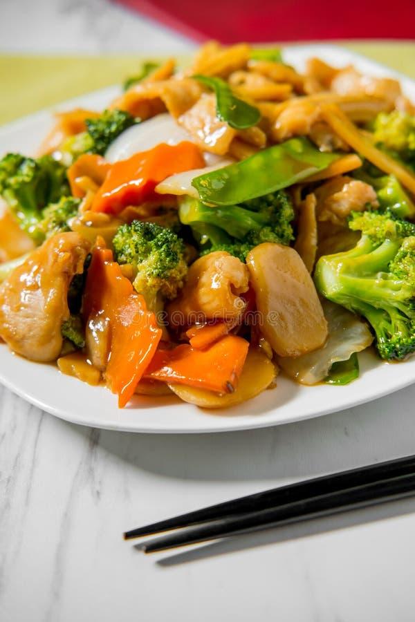 Pollo de Yu-Shiang con la salsa de ajo imagenes de archivo
