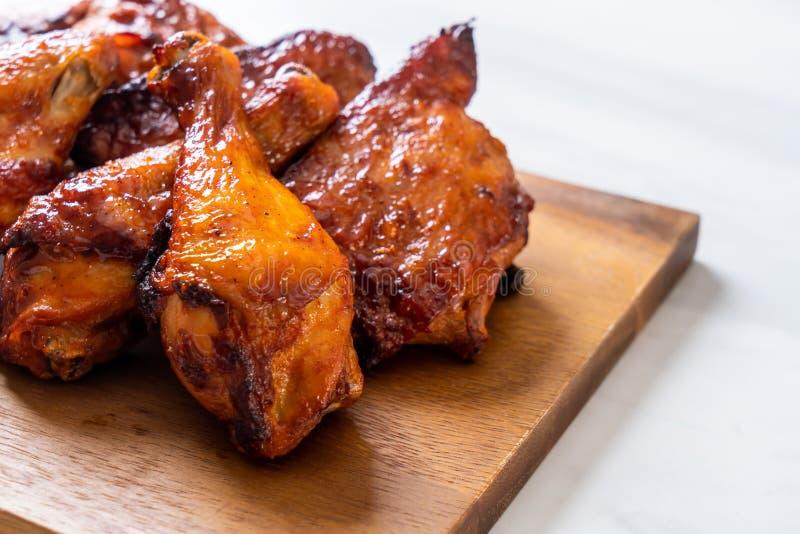 pollo del barbecue e arrostito immagine stock