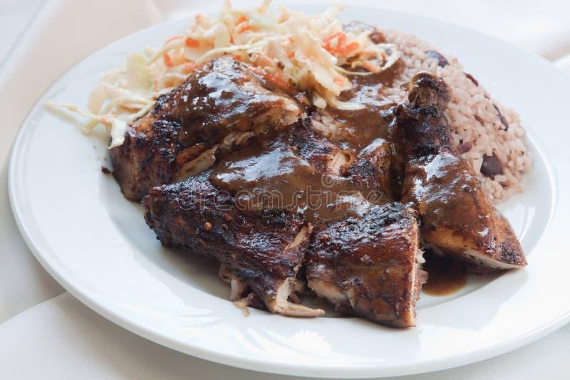 Pollo di scatto con riso - stile caraibico immagine stock