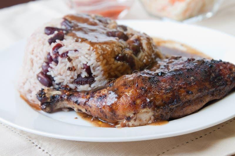 Pollo di scatto con riso - stile caraibico fotografia stock libera da diritti