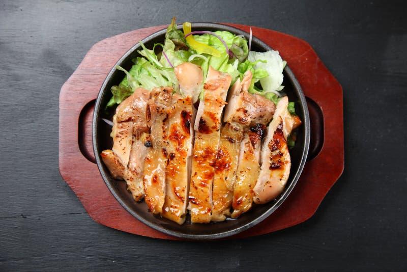 Pollo di Teriyaki in pentola del ferro immagini stock libere da diritti