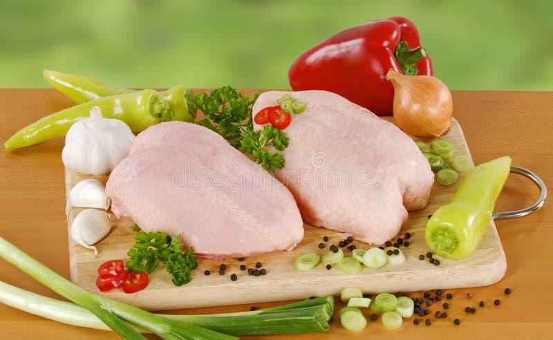 Pollo e verdure grezzi immagine stock