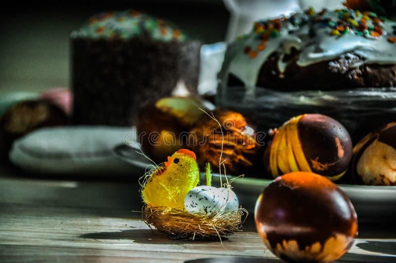 Pollo en el banquete de Pascua foto de archivo libre de regalías