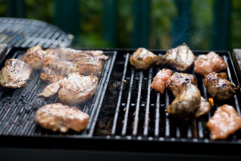Pollo en una barbacoa foto de archivo libre de regalías